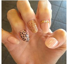 love the shape of these nails.