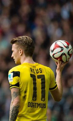 Uns Marco German Football Players, God Of Football, Football Is Life, Soccer Stars, Football Wallpaper, European Football, Psg, Soccer Ball, Haircuts