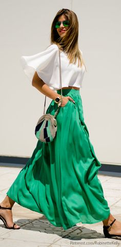 I love this fresh look - white and green with a statement bag. The volume in the #skirt is beautiful. | #jade #madi #boho #summer #fashion #bag #swag