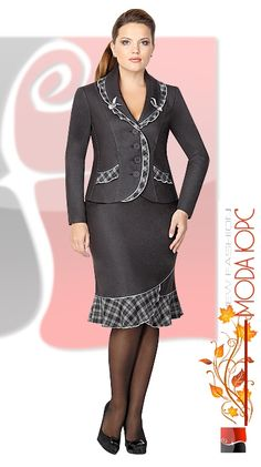 Work dress codes can be suffocating particularly for females who take pride and pleasure in revealing themselves through style. But that doesn't mean that one can't work around a dress code to still look trendy at work. Office Fashion Women, Womens Fashion For Work, Work Fashion, Elegant Dresses, Pretty Dresses, Dresses For Work, Suits For Women, Clothes For Women, Business Casual Dresses