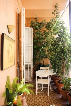 An Ocher-Colored, Art-Filled Home in Valencia — House Tour