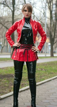 Leather Pants Outfit, Leather Dresses, Vinyl Clothing, Leder Outfits, Pvc Raincoat, Latex Dress, Sexy Latex, Latex Girls, Sexy Skirt