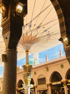 Masjid An-Nabavi, Madinah. Islamic Wallpaper Hd, Mecca Wallpaper, Quran Wallpaper, Al Masjid An Nabawi, Masjid Al Haram, Mecca Madinah, Mecca Masjid, Islamic World, Islamic Art