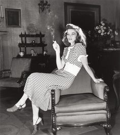 Actress Katharine Hepburn seated on edge of chair smoking cigarette in scene from Broadway show The Philadelphia Story. (Photo by Alfred Eisenstaedt//Time Life Pictures/Getty Images) Katharine Hepburn, Kate Hepburn, Golden Age Of Hollywood, Vintage Hollywood, Hollywood Glamour, Hollywood Stars, Classic Hollywood, Hollywood Icons, Brigitte Bardot
