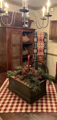 Straightforward terminated cozy country home decor Hear from us Primitive Christmas Decorating, Country Christmas Decorations, Prim Christmas, Christmas Centerpieces, Christmas Crafts, Holiday Decor, Primitive Dining Rooms, Primitive Bedroom, Primitive Kitchen