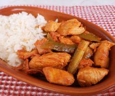 Gazdagon töltött csirkecomb Recept képpel - Mindmegette.hu - Receptek Kung Pao Chicken, Bacon, Lunch, Meat, Ethnic Recipes, Food, Eat Lunch, Essen, Meals