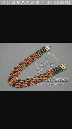 Beaded Jewelry Designs, Gold Earrings Designs, Gold Jewellery Design, Bead Jewellery, Jewelry Patterns, Gold Jewelry Simple, Emerald Jewelry, Lockets, Emeralds