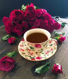 Nadire Atas on Cafe , Tea, Desserts and Lovely Flowers Good Morning Coffee, Coffee Break, Momento Cafe, Art Cafe, Raindrops And Roses, Coffee Photography, My Cup Of Tea, Coffee Cafe, High Tea
