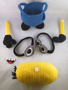 New Crocheting Trend: Amigurumi Minions! New Crocheting Trend: Amigurumi Minions! Amigurumi has become the newest trend in the crafting world as a brand new crocheting trend. Everyone is doin. Crochet Gratis, Crochet Amigurumi, Knit Or Crochet, Cute Crochet, Amigurumi Patterns, Crochet For Kids, Crochet Dolls, Crochet Baby, Ravelry Crochet