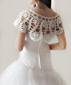 SALE Crochet Lace Bridal Shrug Wrap Capelet Weddings by vara Mais Crochet Bolero, Cardigan Au Crochet, Beau Crochet, Crochet Shrug Pattern, Crochet Collar, Lace Collar, Crochet Scarves, Crochet Clothes, Crochet Lace