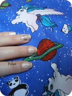 Simple nail art for a crazy dress http://lesonglesenchantesdepolux.blogspot.fr/2013/08/nail-arts-de-lete-en-vrac.html