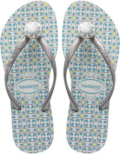 Own the beach this summer or any time of year starting with your flip flops! Shop over 200 different styles of women's flip flops at Havaianas. 2000s Fashion, Punk Fashion, Cheap Fashion, Boho Fashion, Winter Fashion, Fashion Today, Modest Fashion, Korean Fashion, Vintage Fashion