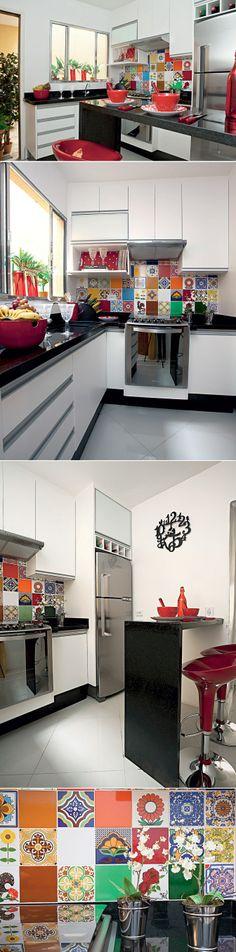 O armário branco não cansa visualmente o morador e permite mudar o estilo da decoração sempre que quiser, trocando poucos elementos. A alegria do patchwork toma conta de todo o ambiente e se estende para os utensílios.