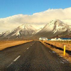 L'Islande est un pays qui fait rêver, avec ses volcans, fjords et glaciers à perte de vue. Tous mes conseils pour organiser un voyage en Islande Glacier, Fjord, See It, Mount Rainier, Road Trip, To Go, Country Roads, Explore, Mountains