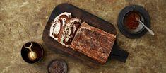 Jouluhalko on perinteinen ranskalainen kääretorttuleivonnainen. Tämän herkullisen reseptin täytteenä on käytetty mm. mascarponea, rommirusinoita ja suklaata. N. 0,80€/annos*.