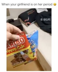 The way he was shaking with the KitKat 💀 - Period Funny Video Memes, Crazy Funny Memes, Funny Short Videos, Really Funny Memes, Stupid Funny Memes, Wtf Funny, Funny Laugh, Funny Relatable Memes, Hilarious