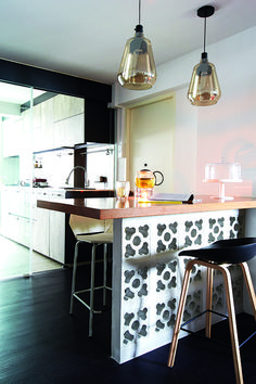 Bring a little bit of the café experience back home with a customised bar height table that's not only trendy but takes up a lot less floor space than a conventional dining table. (Interior design by Design Rebirth) Dining Area, Kitchen Dining, Dining Table, Open Kitchen, Palet Exterior, Small Lounge, Casual Dining Rooms, Outdoor Kitchen Design, Retro Home Decor