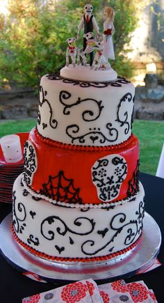 Creepy Wedding Cakes | day of the dead cake and topper | Jessicas creepy halloween wedding.