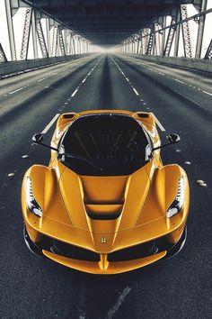 Ferrari                                                                                                                                                                                 Mais
