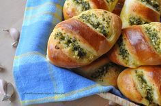 Bułeczki czosnkowe Easter Dishes, Vegetarian Recipes, Cooking Recipes, Good Food, Yummy Food, Bread And Pastries, Polish Recipes, Mini Foods, Finger Foods