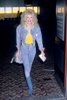Lessons We Can Learn from Country Queen Dolly Parton Dolly Parton Tattoos, Dolly Parton Quotes, 80s Fashion, Trendy Fashion, Fashion Beauty, Fashion Bags, Dolly Parton Costume, Dolly Parton Pictures, Bags Online Shopping