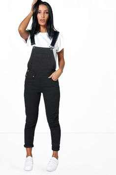 Womens Denim Dungarees - black - 10 - A chill sesh calls for these women's casual dungarees. Black Overalls Outfit, Womens Denim Overalls, Dungarees Outfits, Women's Overalls, Overalls Fashion, Petite Outfits, Casual Outfits, Casual Jeans, Petite Clothes