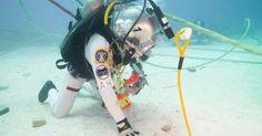 Astronautas da Nasa testam Google Glass no fundo do mar Óculos inteligentes poderão ser usados em missões fora do espaço. Laboratório da Nas...