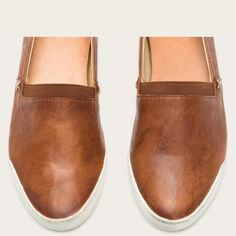 - Leather lined<br />- Rubber outsole