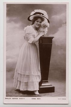 0 Edna May stage beauty Edwardian actress with dog
