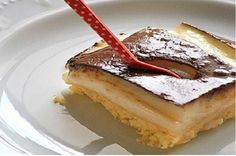 Time for dessert! Kok:Greek dessert w/ cream and chocolate sause. Greek Sweets, Greek Desserts, Party Desserts, Summer Desserts, Greek Recipes, Pureed Food Recipes, Sweets Recipes, Baking Recipes, Cake Recipes