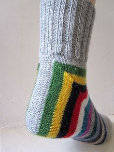This is a deceptively simple way of constructing a sock by reducing the flap to a very small strip and working an extended gusset in its place. The rounds form a right angle around the ankle and instep, which gradually softens into a continuous round Crochet Socks, Knitted Slippers, Knit Or Crochet, Knitting Socks, Knitting Stitches, Knitting Patterns Free, Knit Patterns, Hand Knitting, Knit Socks