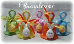 Campanelle in terracotta decorate con pulcini e coniglietti... incantesimi@live.com