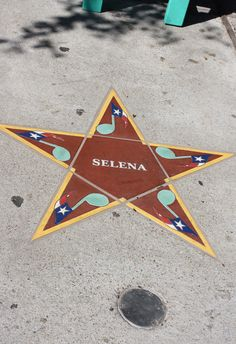 42 Reasons Selena Was Awesome She also received a star at the South Texas Music Hall of Fame. Selena Quintanilla Perez, Selena Gomez, Selena Selena, Selena And Chris, Very Pretty Girl, Texas Music, Old School Music, Mexican American, Corpus Christi