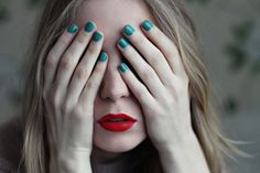 Red lips, teal nails like all color Bb Beauty, Beauty Nails, Beauty Makeup, Hair Beauty, Teal Nails, Green Nails, Emerald Nails, Green Nail Polish, Nail Polish Colors