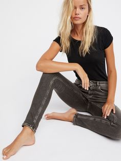 La Bohemienne Skinnies | Scotch & Soda's number 1 fit, these skinnies are featured in a mid-rise.    * Super stretch fabric   * Skinny leg fit   * Five-pocket style   * Button closure and zip fly