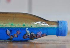 Hoy os vamos a enseñar cómo hacer el mar dentro de una botella...Esta bonita manualidad para niños es perfecta para pasar un buen rato cualquier tarde que