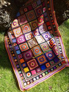 Transcendent Crochet a Solid Granny Square Ideas. Inconceivable Crochet a Solid Granny Square Ideas. Point Granny Au Crochet, Granny Square Crochet Pattern, Crochet Squares, Motifs Granny Square, Granny Square Blanket, Granny Squares, Crochet Afgans, Knit Crochet, Crochet Motifs