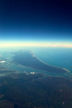 [ Image Source ] Fraser Island is an island located along the southern coast of Queensland, Australia.The island is considered to be th. Queensland Australia, Australia Travel, Beautiful World, Beautiful Places, Amazing Places, Places Around The World, Around The Worlds, Travel Oz, Sand Island