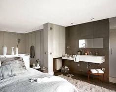 Al dormitorio se han integrado una zona de trabajo y el cuarto de baño Small Space Design, Small Spaces, Mexican Bedroom, Glass Bathroom, Mode Style, Double Vanity, Ideas Para, Minimalist, Bathtub