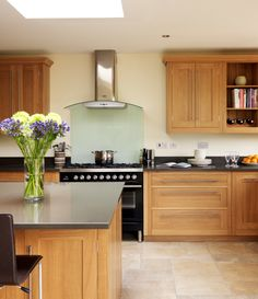 Open-plan Oak Shaker Kitchen from Harvey Jones Hickory Cabinets, Oak Kitchen Cabinets, Kitchen Flooring, Bathroom Cabinets, Home Decor Kitchen, Home Kitchens, Kitchen Design, Kitchen Ideas, Wooden Kitchens