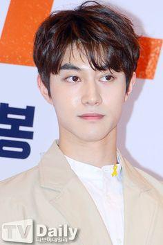 Asian Actors, Korean Actors, Jinyoung, Kwak Dong Yeon, Got7, Dramas, Moonlight Drawn By Clouds, Kim Dong, Kdrama Actors