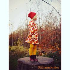 Dress in retro pattern fabric from Liandlo. Picture from @stjaernmoenster