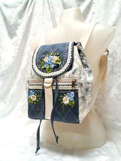 www.facebook.com/ilko2 Hátizsák egyedi kivitelben, szalaghímzéssel.  Ilkó táskák és pénztárcák megrendelésre.