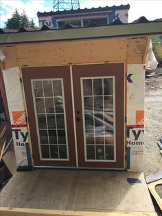 Tiny House, Building A House, Garage Doors, Outdoor Decor, Home Decor, Homemade Home Decor, Tiny Houses, Decoration Home, Interior Decorating