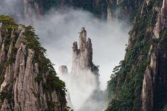 Las montañas voladoras de Huang Shan, China. | 25 Rincones del planeta que no creerás que existen hasta que los visites