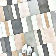 Very unique flooring design, perfect for a small space like a bathroom. And a built-in color palette to boot. Floor Patterns, Tile Patterns, Textures Patterns, Graphisches Design, Floor Design, Tile Design, Colour Board, Color Stories, Colour Schemes