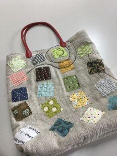 刺し子トートバッグ自作 Patchworked fabric bag with Sashiko stitching. Crazy Patchwork, Patchwork Bags, Quilted Bag, Patchwork Patterns, Purse Patterns, Handmade Purses, Handmade Handbags, Handmade Fabric Bags, Diy Sac