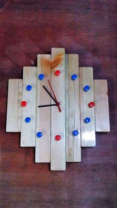 Clock is not an indicator of time but can also serve as decorated element. It adds more beauty of the walls of the room. Clocks can be found in million designs but pallet clocks are unique in its own way.Here you can see an attractive pallet clock decorated perfectly with the picture,given below.