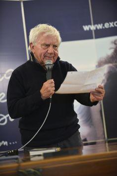 Don Antonio mentre introduce il tema  della conferenza