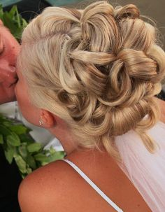 wedding hair updos do not like